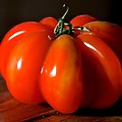 Une tomate by Jean-Luc Rollier