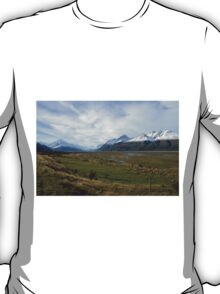 Scenic mountain landscape T-Shirt