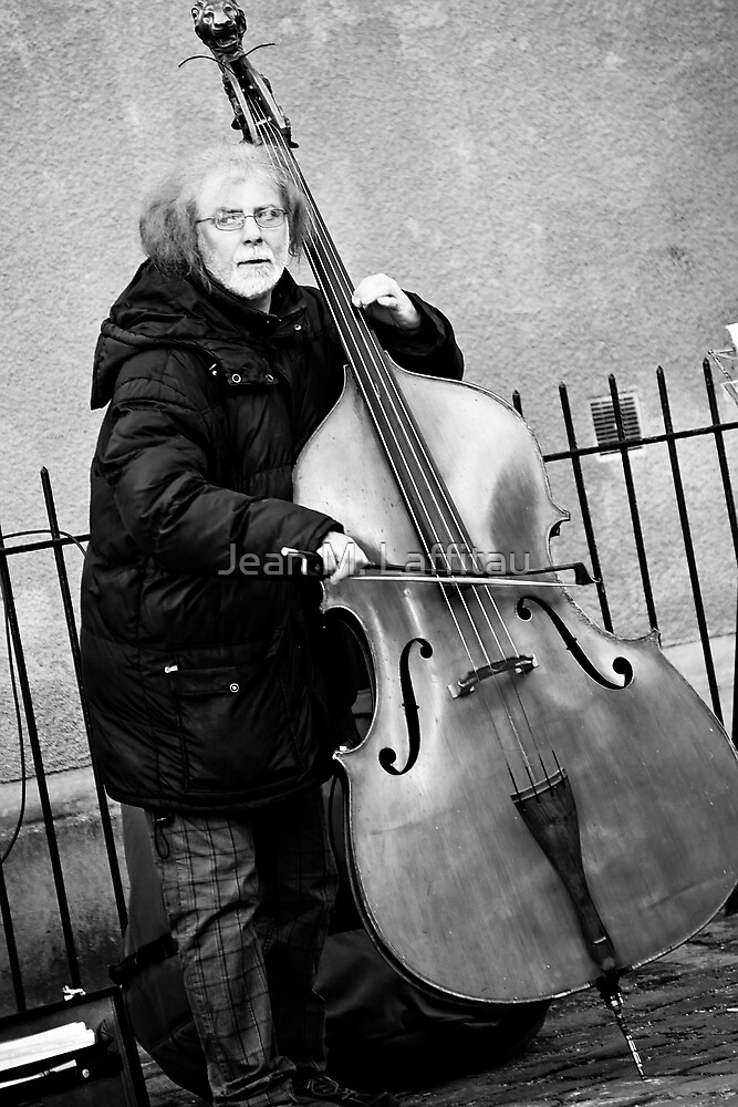 Street Solo in Paris (France) by Jean M. Laffitau