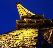 Le Tour de Eiffel en le Soir by Krista  Mevis