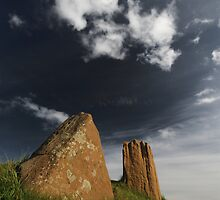 Auchagallon Cairn and Stone Circle - 5 by Richard Ion