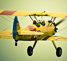Biplane leaving by Flightcraze