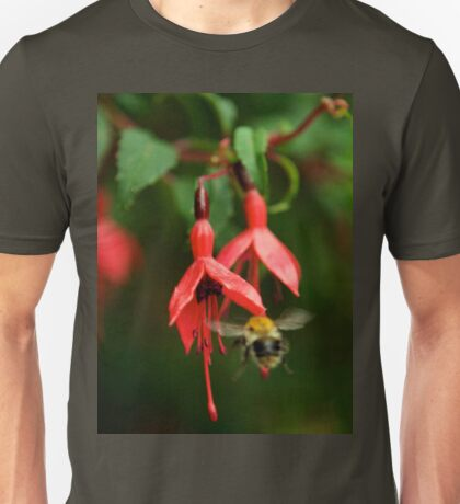 Fuchsia at Loch Na Fooey (wide) Unisex T-Shirt