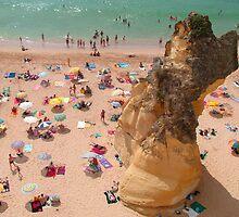 Albufeira beach by Tom Gomez