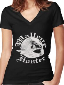 Walleye hunter w Women's Fitted V-Neck T-Shirt