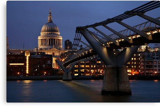 Millenium Bridge to St Pauls by Scott Harding