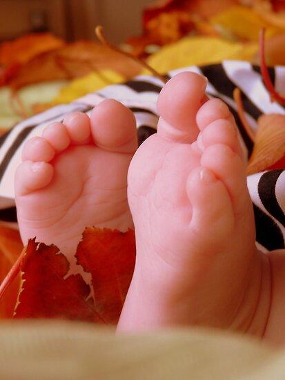 Little Autumn Feet - NZ by AndreaEL