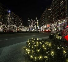 mall xmas display with willis tower in the background by Sven Brogren