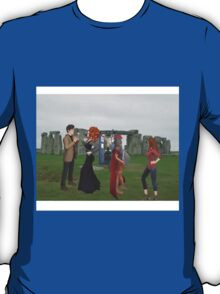 dr who and friends at stone henge T-Shirt