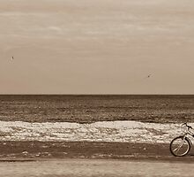 Bike on the beach by saturnreturnz3