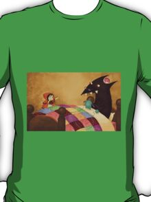 Little Red and the wolf in Grandma's house. T-Shirt