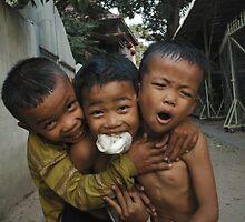 3 friends  by Amagoia  Akarregi