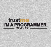 T-shirt Programmer: Trust me, I am programmer. I have life Baby Tee