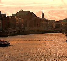 the liffey ... by SNAPPYDAVE