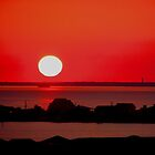 Sunset in red by Leslie Wood