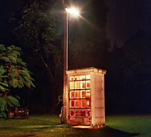 Karamea phonebooth. by Boolag