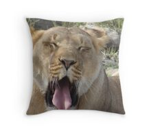 O yawn Throw Pillow