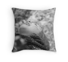 Catching snow Throw Pillow