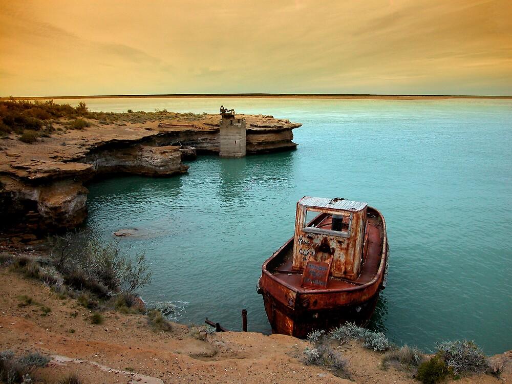rusty boat.. by Silvia Marmori