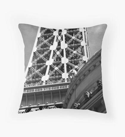 No. 4, La Tour Eiffel de Vegas Throw Pillow