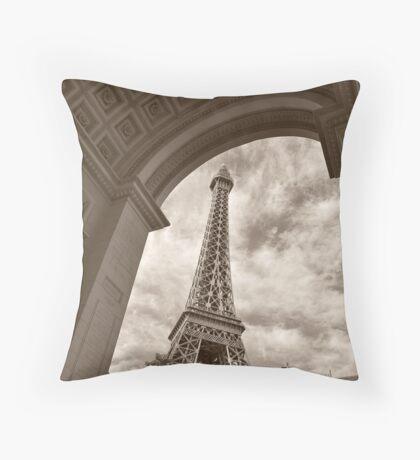 No. 7, La Tour Eiffel de Vegas Throw Pillow