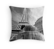 No. 9, La Tour Eiffel de Vegas Throw Pillow