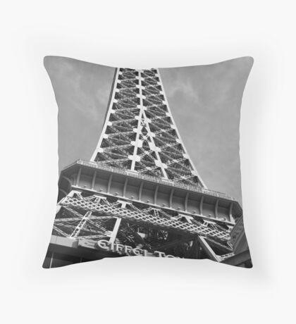 No. 17, La Tour Eiffel de Vegas Throw Pillow