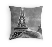 No. 30, La Tour Eiffel de Vegas Throw Pillow