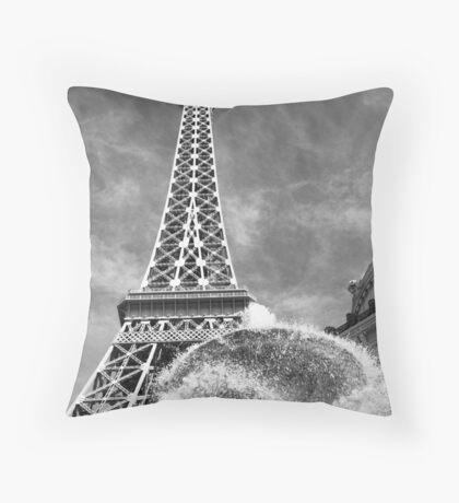 No. 30, La Tour Eiffel de Vegas Throw Pillow
