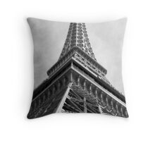 No. 32, La Tour Eiffel de Vegas Throw Pillow