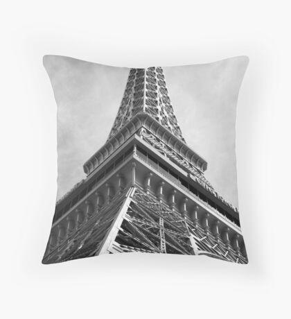 No. 32, La Tour Eiffel de Vegas Throw Pillow