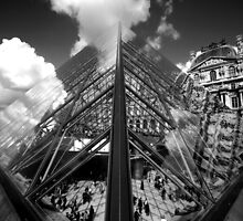 Louvre Pyramid (Symmetry) by berndt2