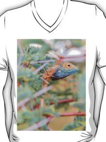 Blue Headed Lizard - Peeking Out T-Shirt
