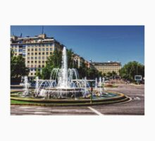 Fountain in Paseo de la Castellana Kids Clothes