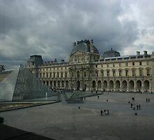 Le Palais et Les Pyramides du Louvre by John Michael Sudol