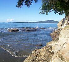 Takapuna beach by Siobhan Drew