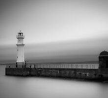 Newhaven Lighthouse by scottalexander
