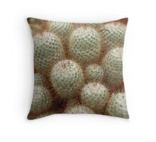 a periculosus locus futurus Throw Pillow