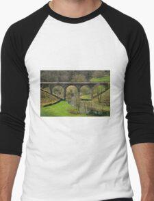 Cyclists on the Headstone Viaduct Men's Baseball ¾ T-Shirt