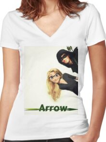 Olicity Tangled Arrow Crossover Women's Fitted V-Neck T-Shirt