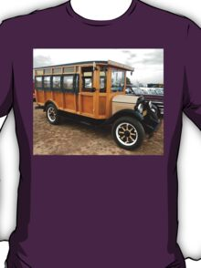 Vintage Ford Bus @ Wings & Wheels 2007 T-Shirt