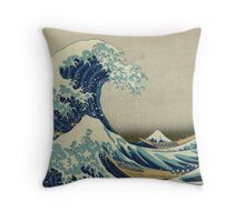 the great wave kanagawa japan Throw Pillow