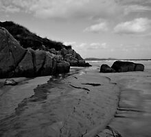 Anagry Beach, Co Donegal B/W by oulgundog