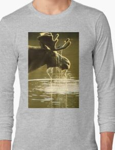 Moose Dipping His Head Into Water Long Sleeve T-Shirt