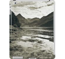 See in mono iPad Case/Skin