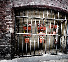 Mum! They locked up ET! by BrainCandy