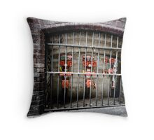 Mum! They locked up ET! Throw Pillow