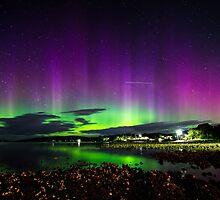 Aurora Australis 1/2 by LilLizphoto