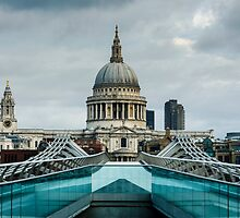 St Paul's Cathedral, London by Carolyn Eaton