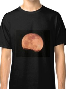 Red moon, black cloud Classic T-Shirt